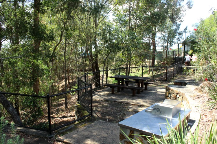 Picnic area at Glass House Mountains lookout